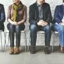 5 personnes assises