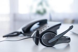 Téléphone et casque d'écoute