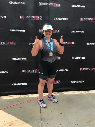Anne après avoir terminé son premier triathlon sprint à Calgary, le 12 août 2018.