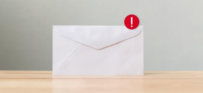 enveloppe avec icône de notification
