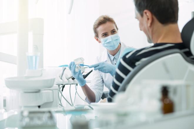 Questions à poser avant d'accepter un poste contractuel : cabinet du dentiste